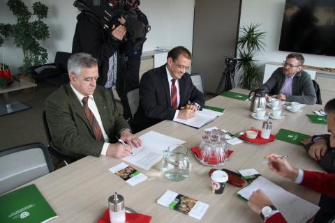 Kooperation im Wolfsmonitoring (Quelle: LJV Brandenburg)