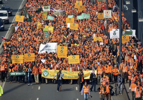 15.000 Menschen des ländlichen Raums sind gekommen, um gegen die Verbotspolitik zu demonstrieren. (Quelle: LJV-NRW/F.Martini)