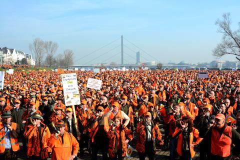 Gänsehaut pur! Mehr als 2.000 Jagdhörner blasen den Politikern den Marsch. (Quelle: LJV-NRW/F.Martini)