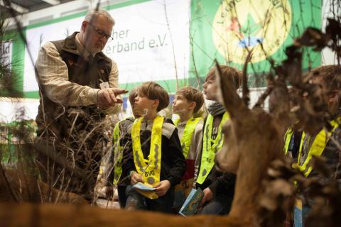 Kinder im Biotop auf der Grünen Woche 2018 (Quelle: Kapuhs/DJV)
