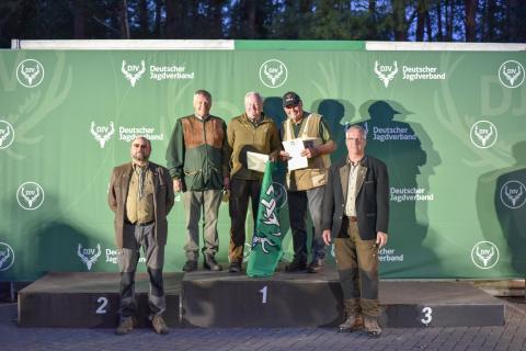 Auf dem ersten Platz steht Wilhem Cordes, gefolgt von seinem niedersächsischen Landesjagdverbandskollegen Hans-Ludwig Hapke. Auf dem dritten Platz Richard Martens aus Schleswig-Holstein. (Quelle: Quante/DJV)