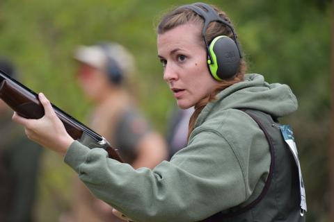 Die 24jährige Anna Carina Huber aus Flensburg ist zum ersten Mal dabei. Schon ihr Großvater hat auf dem LJN-Schießstand in Liebenau an den Bundesmeisterschaften teilgenommen. (Quelle: Kapuhs/DJV)
