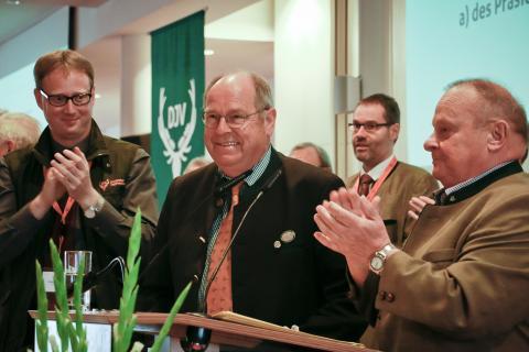 Delegierte bestätigen Hartwig Fischer einstimmig im Amt des DJV-Präsidenten