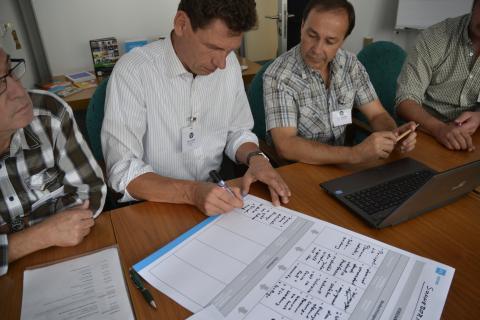 Kleine Arbeitsgruppen analysieren verschiedene Videosituationen (Quelle: Kapuhs/DJV)