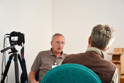 Anke Christoph interviewt Friedrich Noltenius unter erschwerten Bedingungen (Quelle: Kapuhs/DJV)