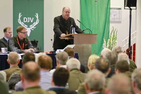 DJV-Präsident Hartwig Fischer eröffnet den Bundesjägertag in Radebeuel/Dresden.