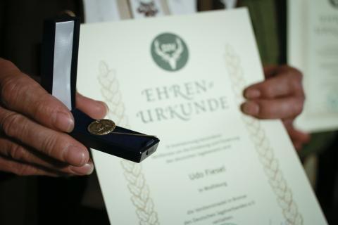 Die DJV-Verdienstnadel in Bronze wurde für außerordentliche Leistungen verliehen.