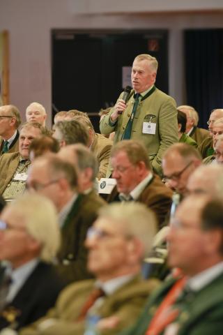 Hans-Albrecht Hewicker, Vorsitzender des Deutschen Falknerordens, nahm als Ehrengast am Bundesjägertag teil.
