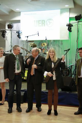 Hariolf Scherer gewinnt eine Repetierbüchse der Firma Sauer.