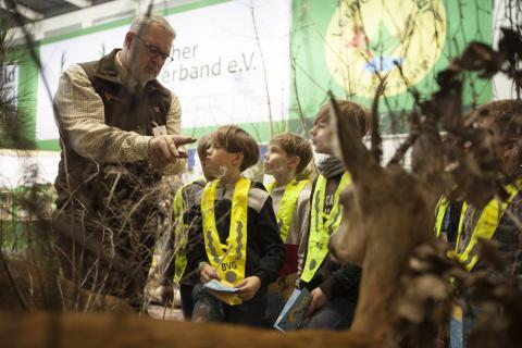 Immer wieder beliebt: Der Naturlehrpfad der Jägerinitiative Lernort Natur zog erneut große und kleine Besucher magisch an. Für knifflige Fragen standen fachkundige Jäger jederzeit bereit.