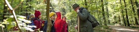 Die Natur als Klassenzimmer und den Jäger als Lehrer: Das ist Lernort Natur.