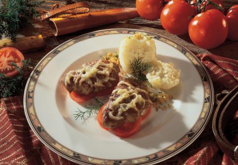 Wildmedaillons auf Tomatenscheiben