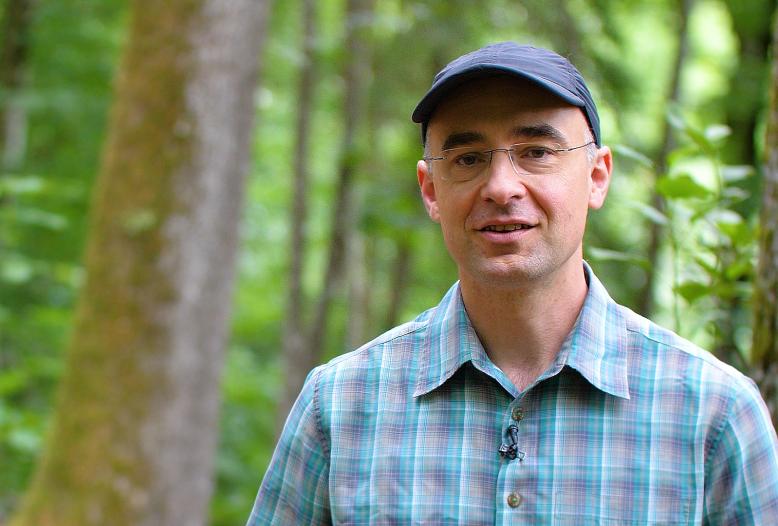Prof. Sebastian Hein erwartet, dass der Einsatz von Forstschutzmaßnahmen wie dem mechanischen Einzelschutz durch Wuchshüllen in der Zukunft zunehmen wird.