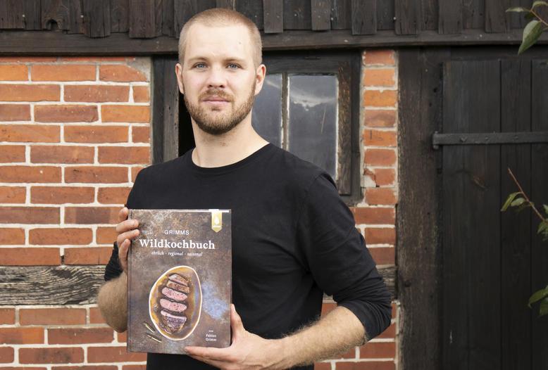 """Fabian Grimm: """"Mein Kochbuch hat ein klares Konzept: Jedes Tier, was ich erlegt habe, wird komplett verwertet."""""""