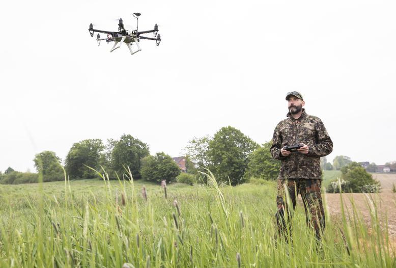 Seit Ende März 2021 fördert das BMEL die Anschaffung von Drohnen mit Wärmebildtechnik zur Kitzrettung.