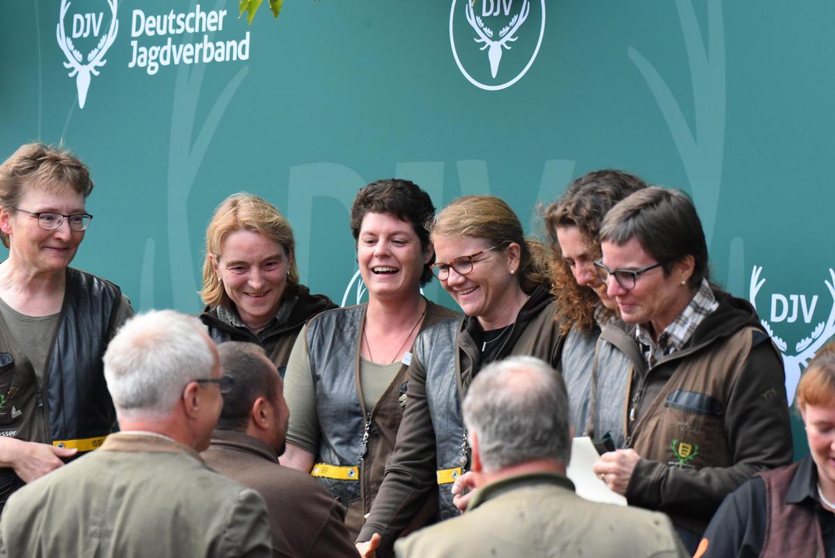Die Damen aus Baden-Württemberg gewinnen die Mannschaftskombination mit 1230 Punkten. (Quelle: Kapuhs/DJV)