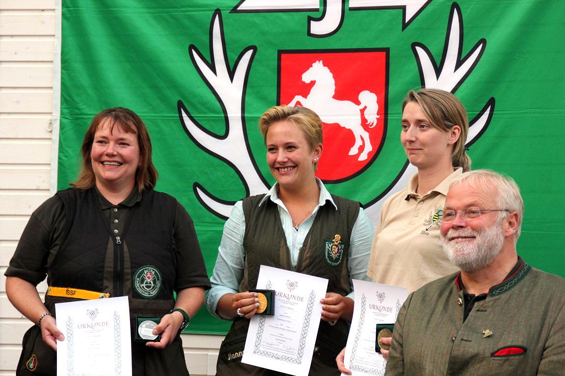 Damen Kombination:1. NadineWeers (SH) 324 Punkte 2. Ulrike Junge (NS) 323 Punkte 3. Silvia Kneels (SN) 314 Punkte (Quelle: DJV)