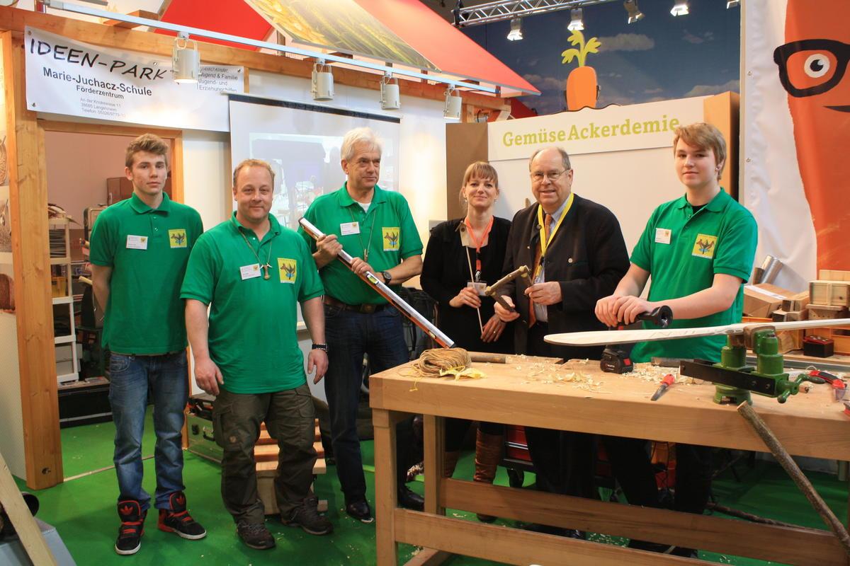DJV-Präsident Hartwig Fischer zu Besuch auf dem Lernort-Natur Messestand