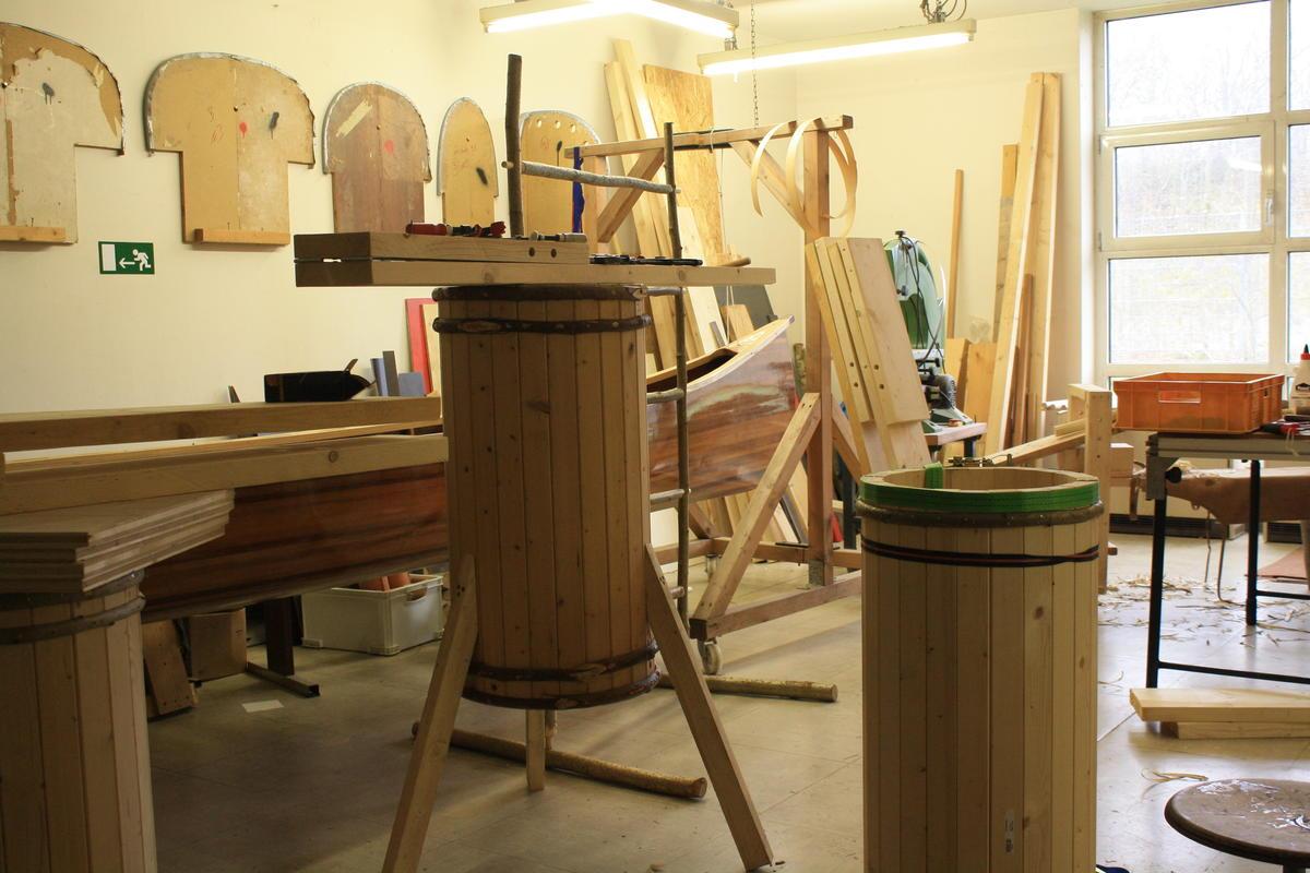 Der Holz-Räucherofen kurz vor der Fertigstellung (Quelle: DJV)