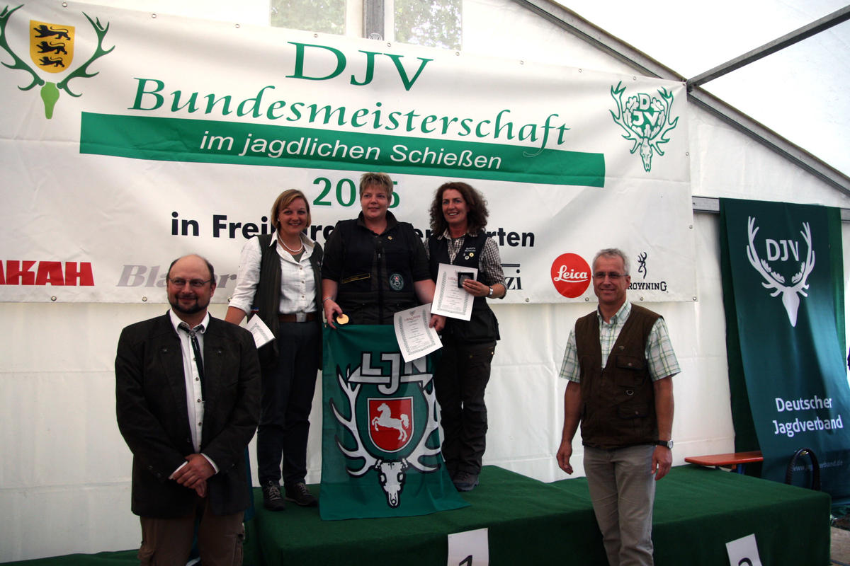 Die Siegerinnen der Flintenwertung (1. Carmen Wilshusen, 2. Barbara Michalski, 3. Jennifer Stoffers) (Quelle: Hunger/DJV)