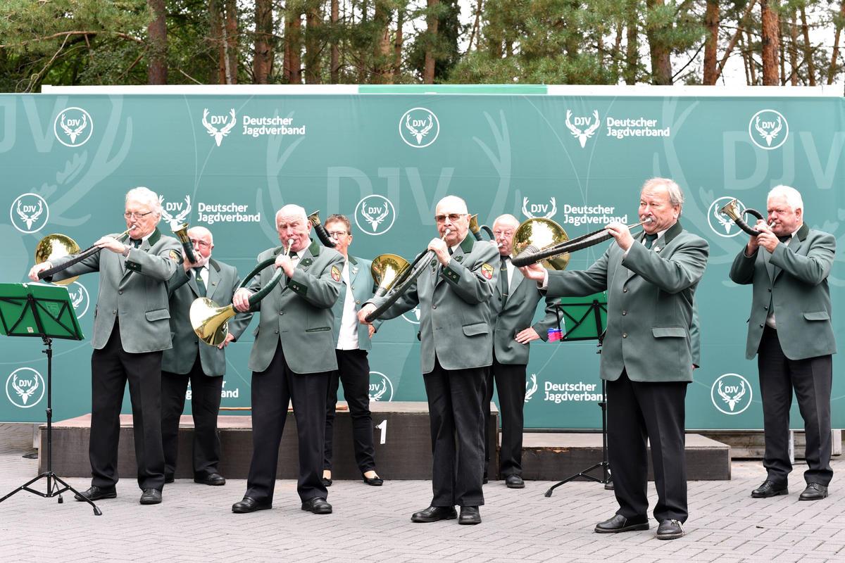 Die Eröffnung begleitete die Jagdhornbläsergruppe Loccum unter musikalischer Leitung von Werner Böhm.  (Quelle: Kapuhs/DJV)