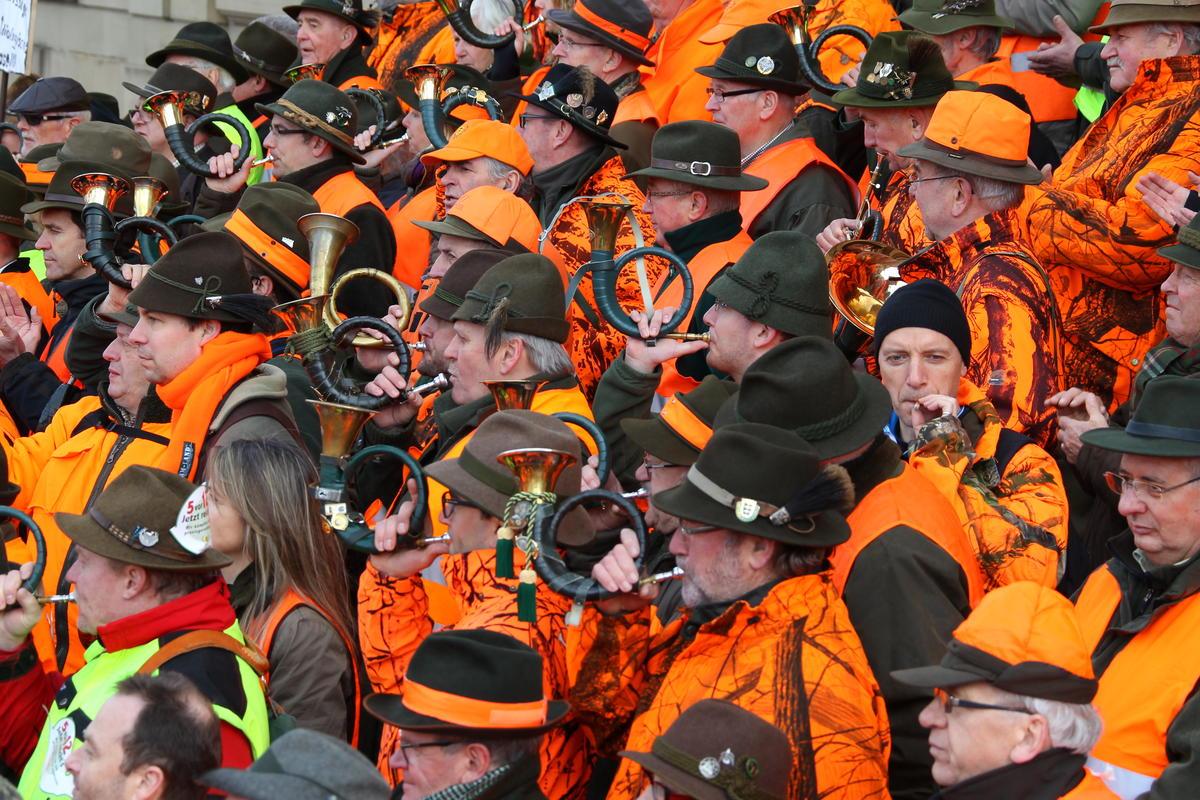 Der Politik den Marsch geblasen haben in Stuttgart über 400 Jagdhornbläser. (Quelle: below/ljv bw)