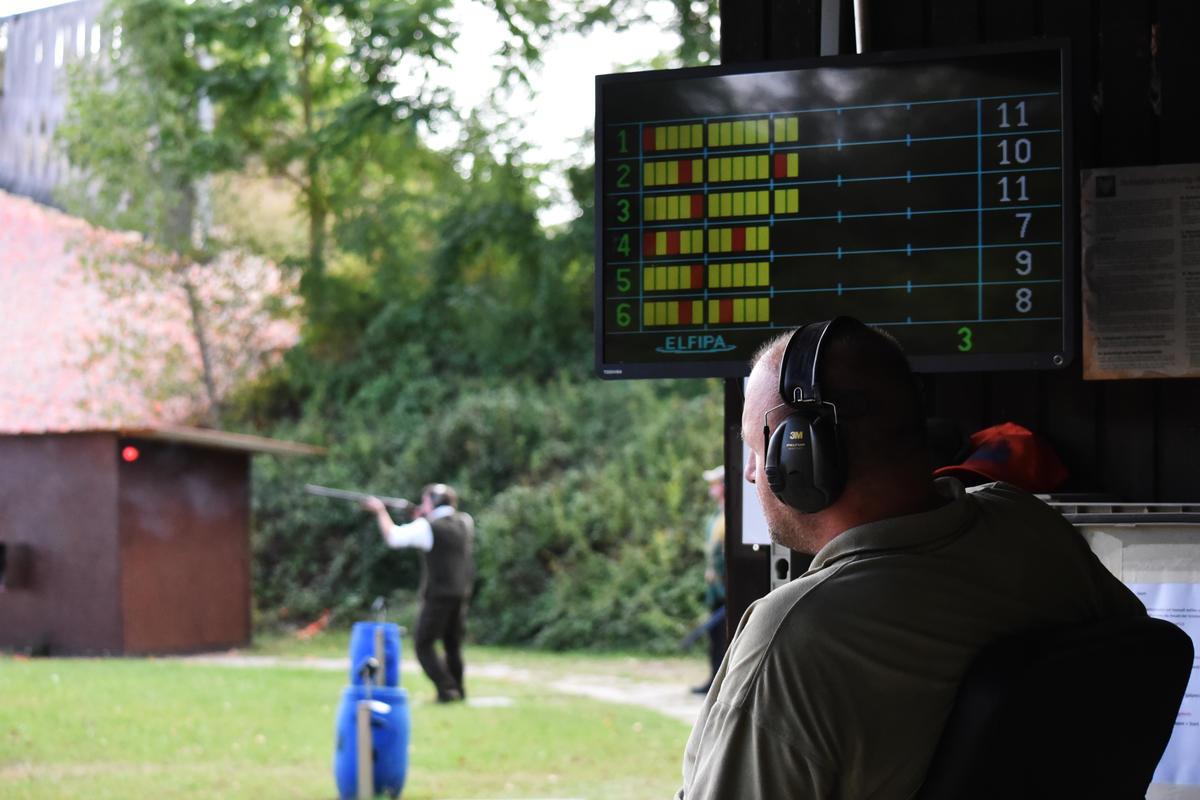 Die geschossenen Punkte werden schriftlich und digital festgehalten. (Quelle: DJV)