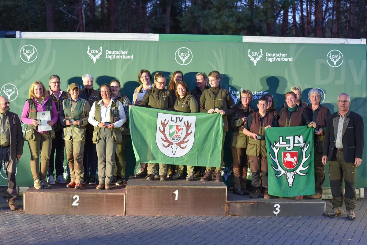 Die Sieger der Damenklasse Mannschaft kommen aus Nordrhein-Westfalen. Sie erreichen 1231 Punkte. Gefolgt von den Damen aus Schleswig-Holstein und Niedersachsen. (Quelle: Quante/DJV)