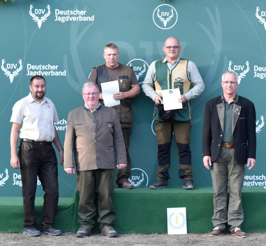Den ersten Platz in der Schützenklasse/Büchse gewinnt Martin Mingebach (fehlend) mit 196 Punkten aus Hessen, gefolgt von Rigo Göbel aus Baden-Württemberg und Thomas Dankert aus Mecklenburg-Vorpommern. (Quelle: DJV)